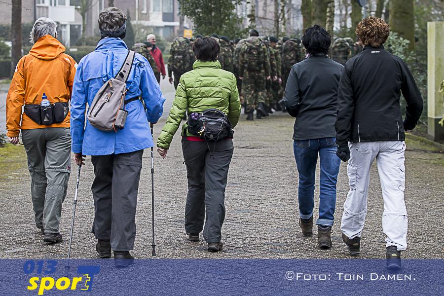 TILBURG -  Winterwandeltocht, Tilburgse wandelsportvereniging Hart van Brabant 06-03-2016.
