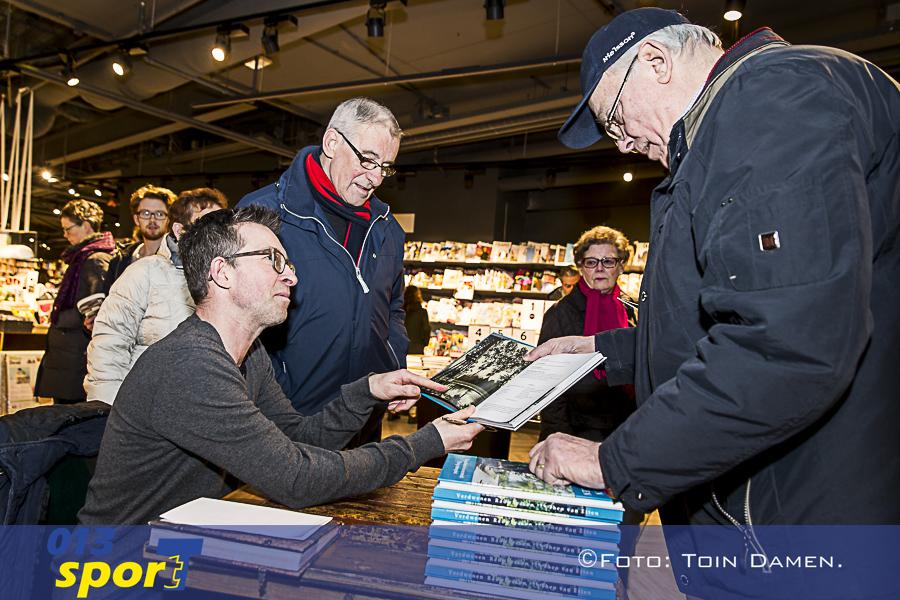 TILBURG -  Signeer sessie Theo van Etten bij Gionotten Emmapassage 11-02-2016. Verdwenen Rauwbraken.