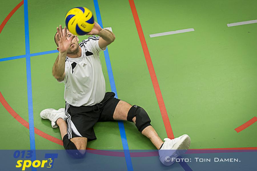TILBURG - Edwin Vermetten zitvolleybal, paravolley gymzaal Amarant 13-02-2016. Sport met beperking.
