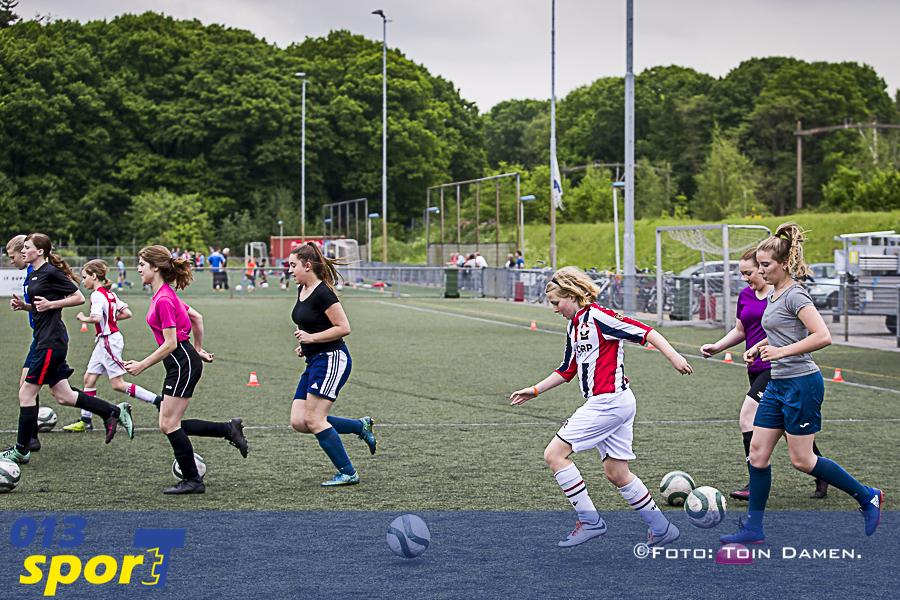 TILBURG - Vriendinnendag SV Reeshof 18-05-2017. Weuro2017, meidenvoetbal, vrouwenvoetbal.