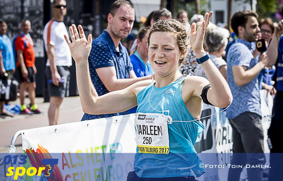 TILBURG - Marathon Tilburg  28-05-2017. Atletiek, hardlopen. Marleen Kuypers als eerste over de finish bij de vrouwen.