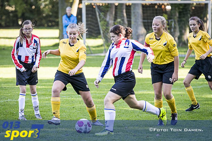 TILBURG - Positief Voetbalklimaat,PVK, SV Tilburg 17-09-2015. SV Reeshof dames.
