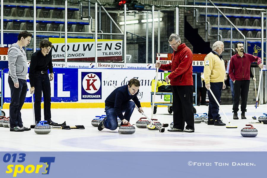 TILBURG -  Kennismakingsavond Curling club Tilburg 04-12-2015.