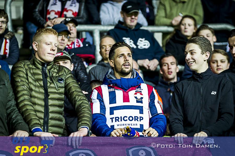 ALKMAAR - AZ - Willem II, AFAS stadion, 04-11-2017. Voetbal, eredivisie voetbal seizoen 2017-2018. Willem II speler Fran Sol in het uitvak, supportersvak.