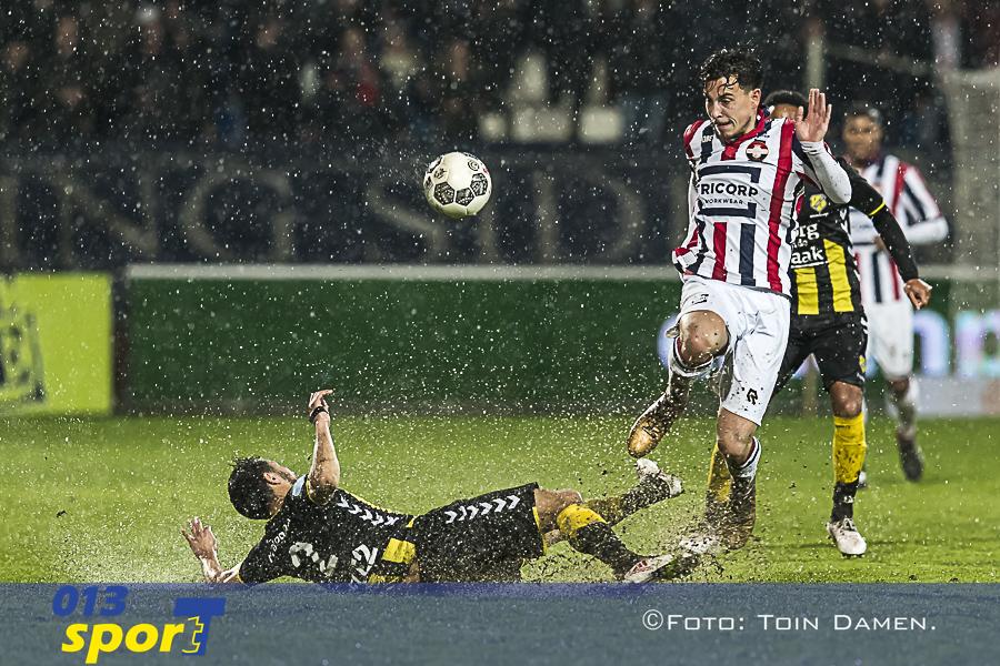 TILBURG - Willem II - FC Utrecht 3-2, koning Willem II stadion, 31-03-2018. Voetbal, seizoen 2017-2018. Actiemoment met l-r FC Utrecht speler Mark van der Maarel en Willem II speler Thom Haye.