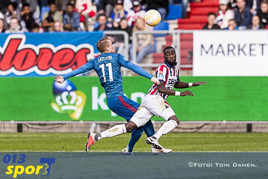 TILBURG - 07-10-2018, Koning Willem II stadion. Dutch football Eredivisie season 2018 / 2019.   (Left-right) Feyenoord player Sam Larsson  Willem II player Fernando Lewis  during the match Willem II - Feyenoord. Final score 1-1.